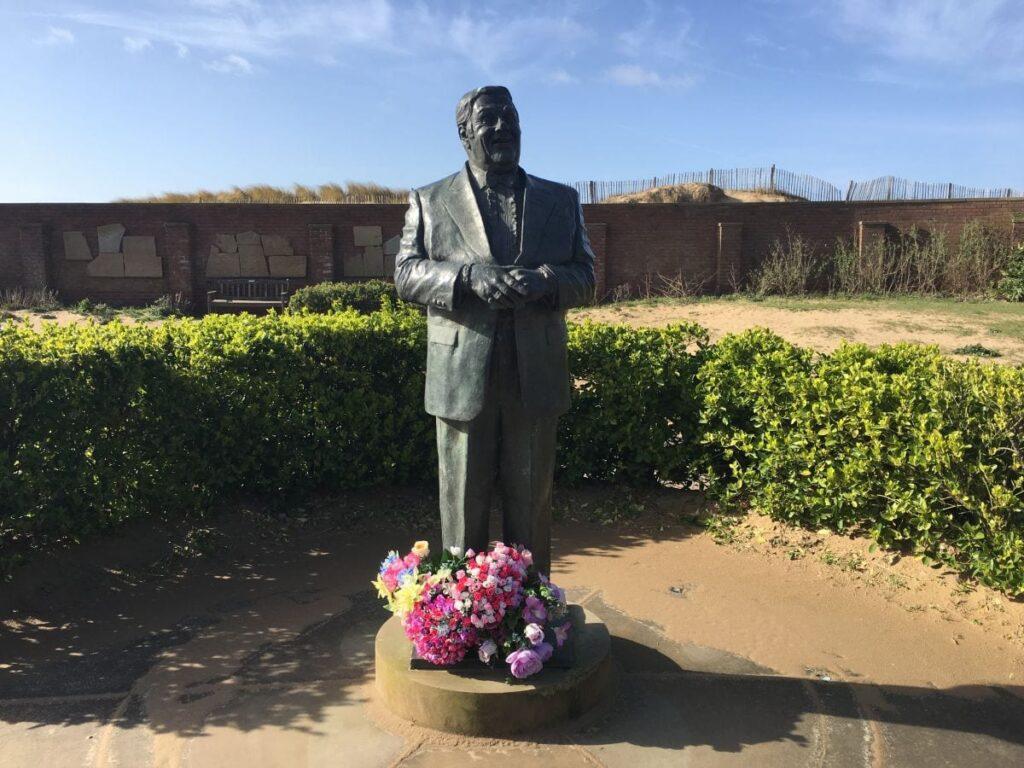 Statue of Les Dawson